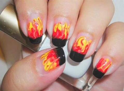 Flammen Naildesign passend zu Halloween